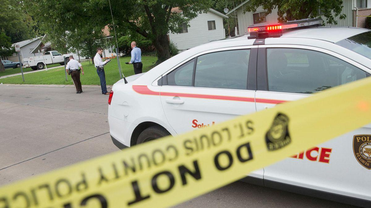 Una niña de 11 años encontró a sus padres muertos en su habitación de su casa en el estado de Misuri