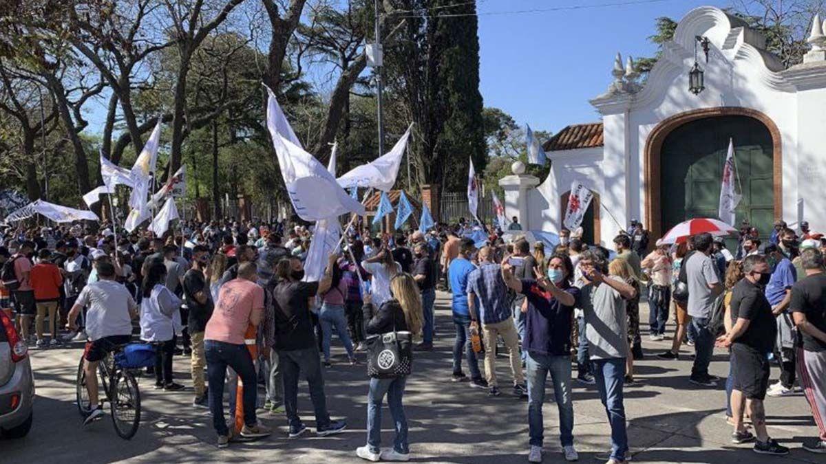 Momentos de tensión se viven en la tarde este lunes frente a la Quinta Presidencial de Olivos