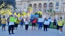 No más hijos rehenes, un grupo de padres que lucha por los derechos del niño se manifestaron este viernes frente a los Tribunales santafesinos.