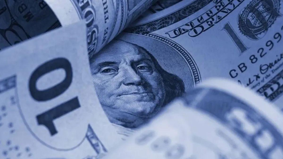 El denominado dólar informal o blue marcó un incremento de un peso