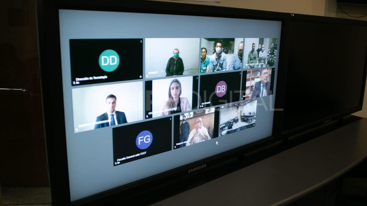 Los nueve acusados participan del debate por videoconferencia desde sus lugares de detención