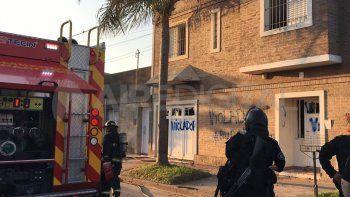 Tras ser detenido, un grupo de personas fue hasta la casa del profesor, le incendió la vivienda y mató a sus mascotas.