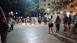 El martes a la noche los vecinos de barrio El Pozo, en donde Ignacio Valentín vivía junto a su familia, realizaron la primera suelta de globos en honor al pequeño.