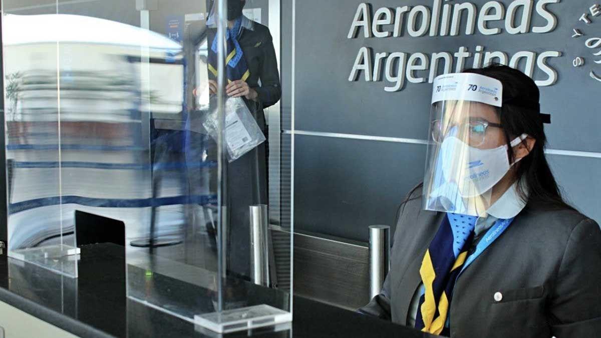 Aerolíneas Argentinas presentó un protocolo de seguridad para retomar los vuelos regulares.