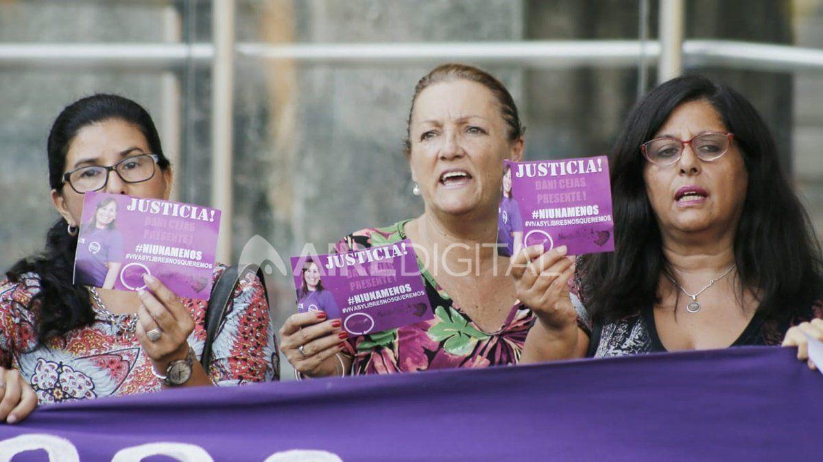 Militantes feministas se convocaron en las puertas de Tribunalespara exigir justicia por el crimen de Daniela Cejas.