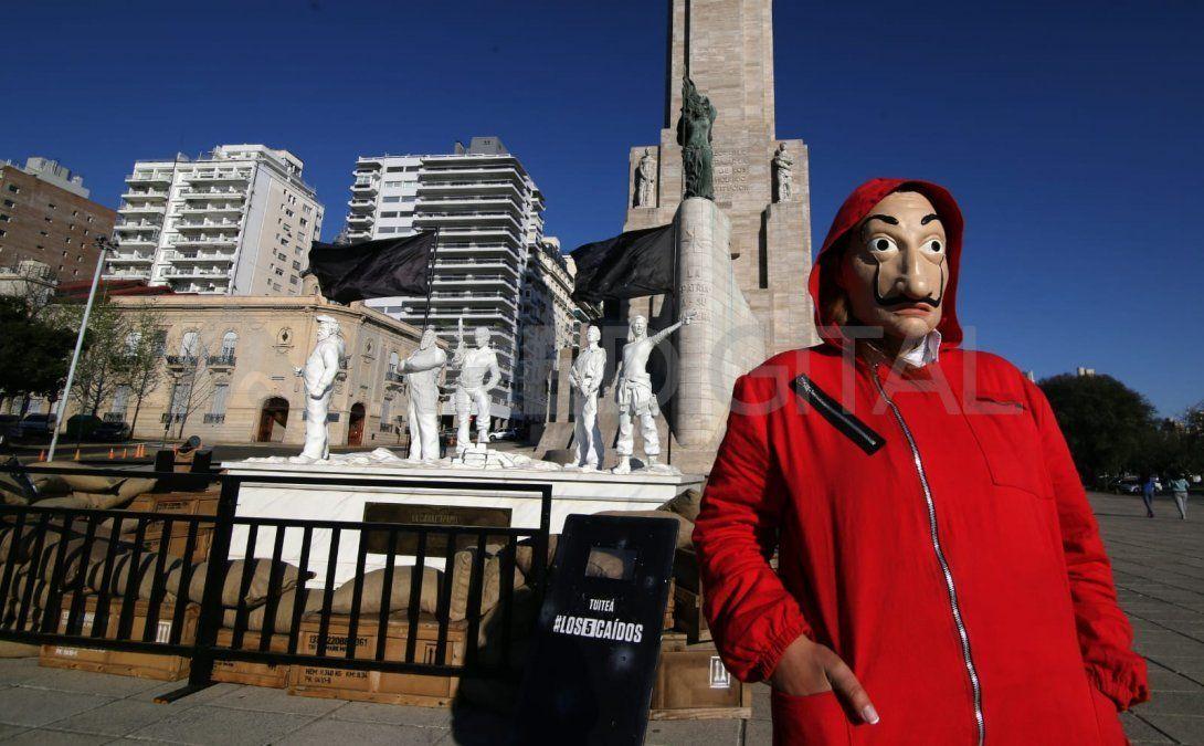 Homenaje a los 5 caídos de la serie La casa de papel en Rosario