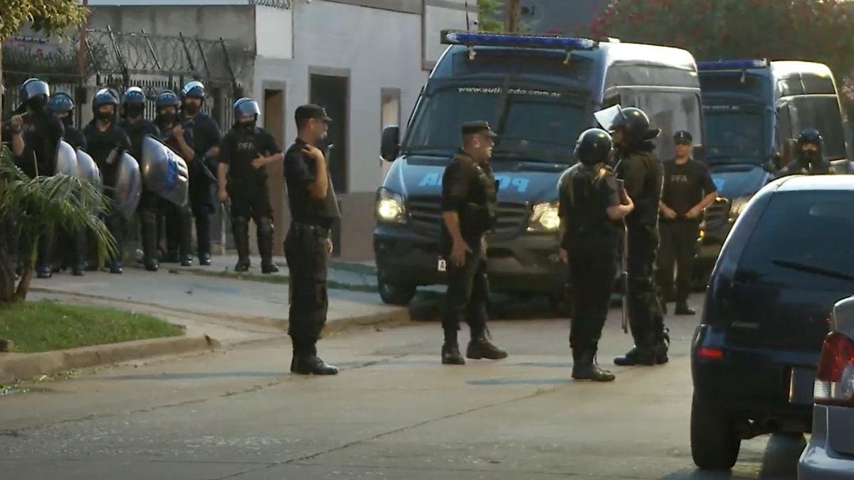 El operativo desplegado durante la madrugada finalizó con siete detenidos y el rescate de 69 víctimas. En total, se realizaron 23 allanamientos en las provincias de Buenos Aires, Salta, Tucumán, Mendoza, Neuquén y Entre Ríos.