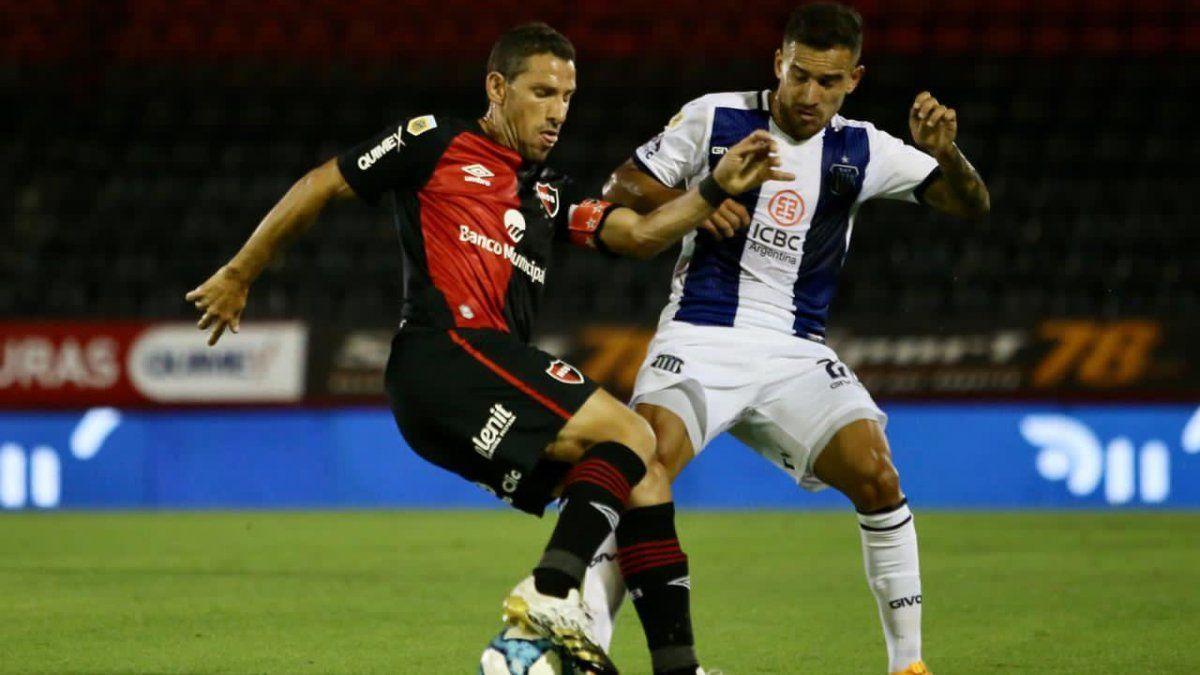 Talleres le empató a Newell's en Rosario con un jugador menos