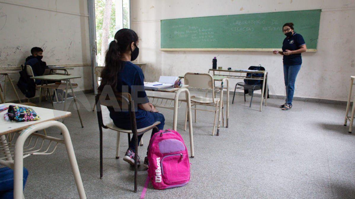 En los tres departamentos que Nación considera en alarma, La Capital, Rosario y San Lorenzo, las clases presenciales estaban suspendidas incluso desde antes del aislamiento estricto.