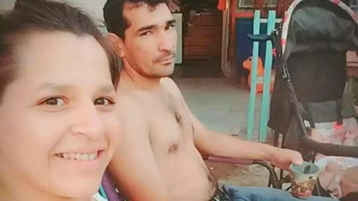 Vació el tambor de un revólver a su pareja delante de sus hijos y se escapó: la mujer está grave