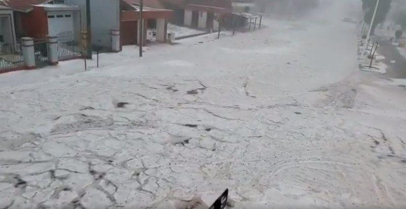 Impactante: un río de hielo en las calles de una ciudad cordobesa