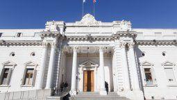 En Asamblea Legislativa, los diputados y senadores provinciales aprobaron este jueves el dictamen de la comisión de Acuerdos que dispone sanciones a los fiscales de Venado Tuerto, Mauro Blanco, y al fiscal de Rosario, Gustavo Ponce Asahad.