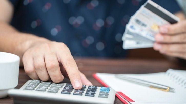 Las compras en dólares con tarjetas de crédito se derrumbaron un 13,4% en enero