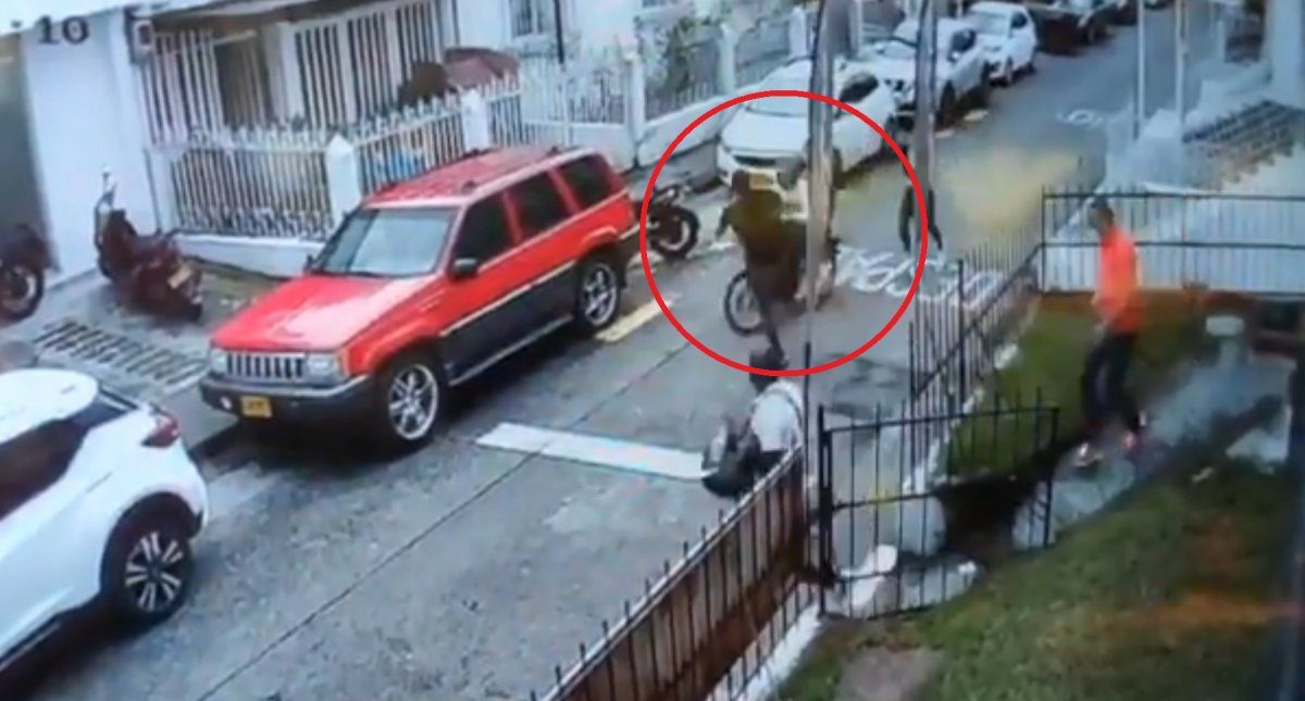 Los malhechores asaltaron un auto estacionado