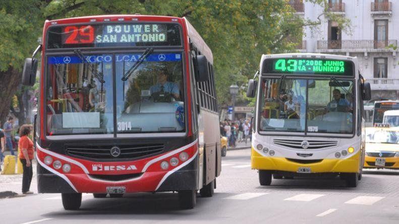 La ciudad de Córdoba, como la de Rosario, avanzó en modificaciones en el sistema de recorridos de colectivos. Sin embargo, los cambios no alcanzaron para enfrentar la crítica situación.