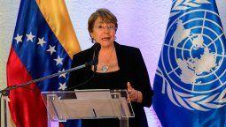 La Alta Comisionada de la ONU para los DDHH (Acnudh),Michelle Bachelet,denunció arrestos ilegales, violaciones de las garantías procesales y ataques de grupos civiles armados a opositores y periodistas enVenezuela, además de la presunta ejecución de 38 jóvenes a manos de las fuerzas de seguridad del gobierno de Nicolás Maduro.