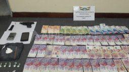 Un hombre fue detenido en Maciel mientras distribuía cocaína bajo la modalidad de delivery. Se secuestraron 29 gramos de dicha sustancia, un arma de fuego y dinero en efectivo.