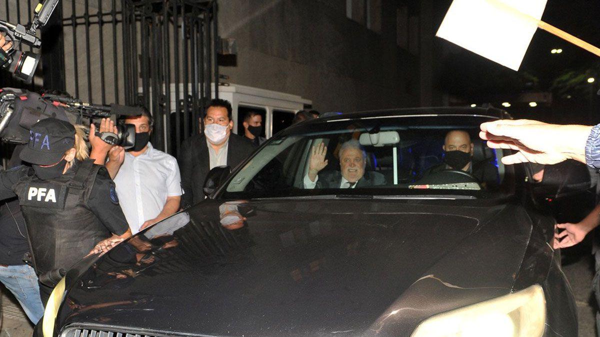 Así se retiraba Ginés González García del Ministerio de Salud tras el escándalo por la vacunación VIP.