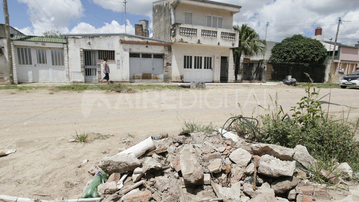 Los vecinos del Desagüe Espora reclaman por las condiciones en que dejaron la calle