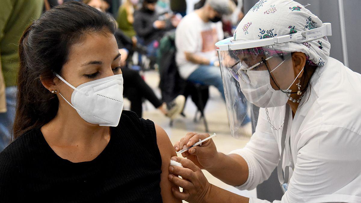 Los menores de entre 12 y 17 años serán vacunados con la dosis de Moderna sólo si tienen comorbilidades.