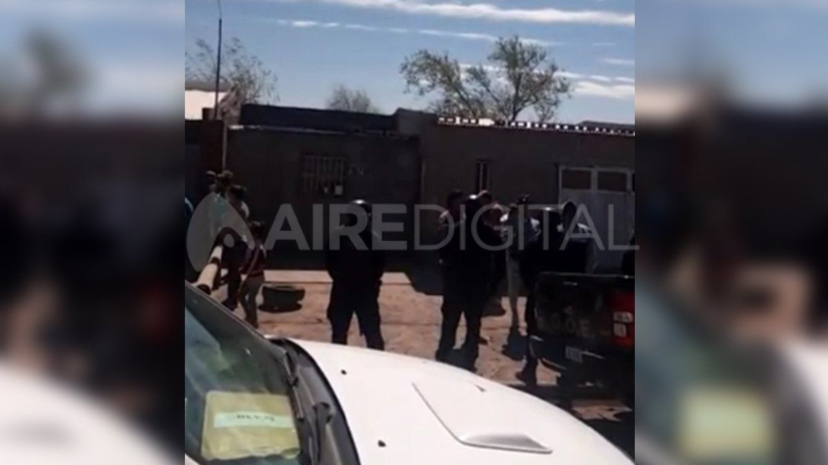 El suceso ocurrió en el barrio Acapulco luego de un procedimiento que terminó con detenidos y secuestro de droga.