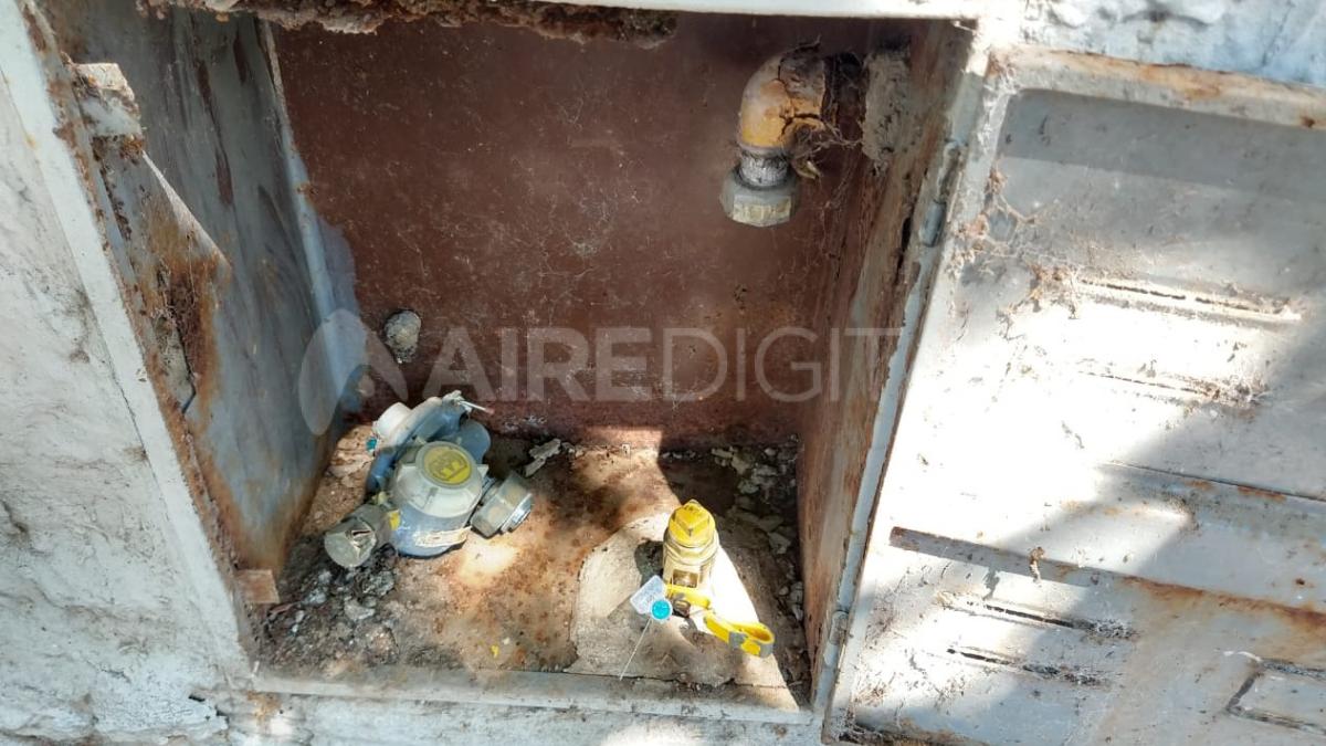 Los delincuentes sustraen un pequeño trozo de cobre del medidor de gas.