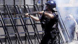 El ministro de Seguridad, Alfonso Mosquera, aseguró que el uso del arma de fuego es una excepción excepcionalísima, sólo es para situaciones de riesgos inminentes para la vida del personal policial o de terceros.