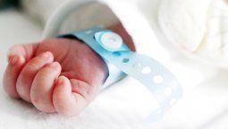 El bebé tenía 18 días y no son claras las razones de su fallecimiento, según las autoridades del hospital en donde lo atendieron junto a su mamá.