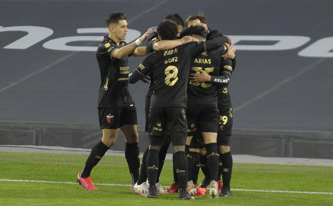 Colón informó que el plantel arrojó resultados no detectables de coronavirus y están todos a disposición para jugar ante Lanús por la segunda fecha del Torneo de la Liga Profesional.