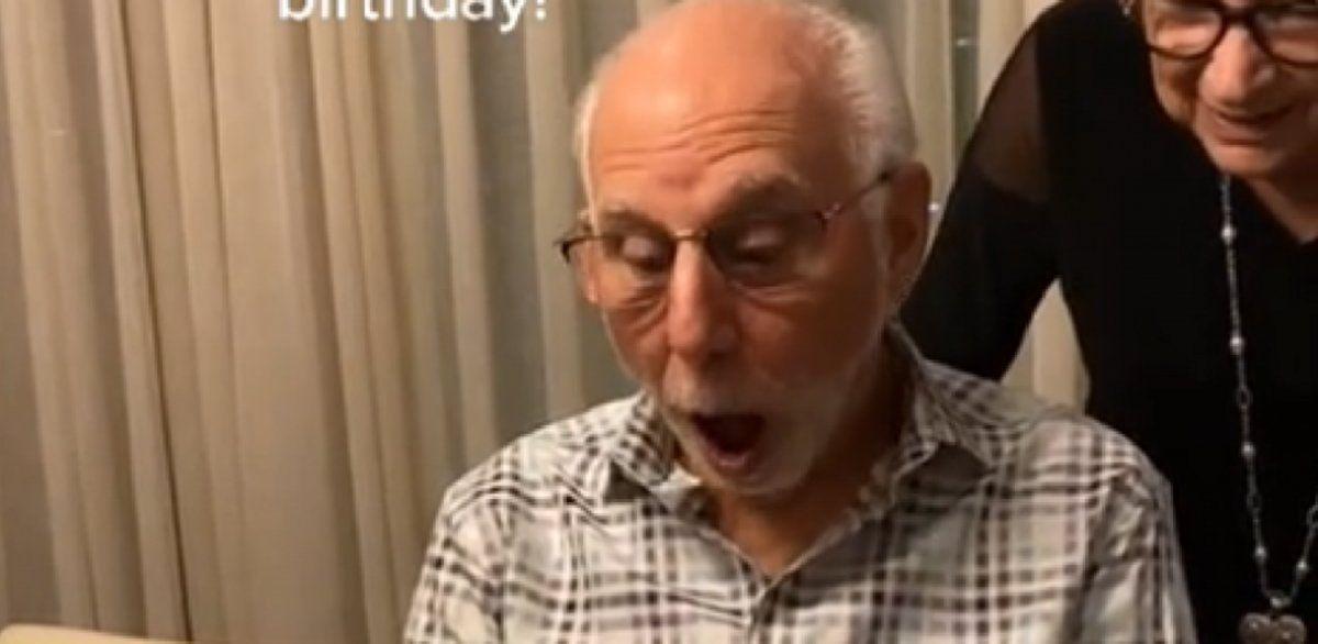 Video viral: un abuelo de 80 recibió entradas para ver a Dua Lipa por su cumpleaños y su reacción se volvió furor.