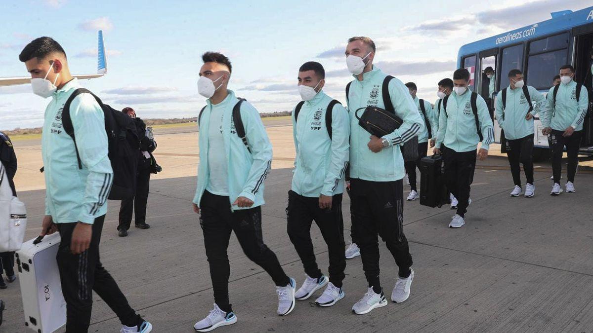 El plantel argentino ya se encuentra en Brasilia para disputar el encuentro frente a Paraguay.