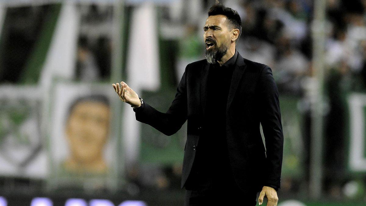 Eduardo Domínguez espera que la dirigencia de Colón comience a cerrar incorporaciones para reforzar el plantel.