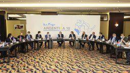 En la reunión que el presidente Alberto Fernández mantuvo con gobernadores del Norte Grande se estableció la necesidad de trabajar en la regulación de los precios de combustibles para las provincias del norte argentino. Entre ello la ley de biocombustibles.