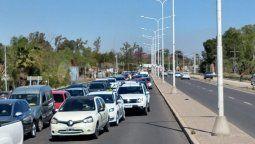 En la ruta 1 km 5, la policía de Santa Fe y personal municipal de Rincón realizan testeos vinculados al coronavirus. Allí se pudo advertir la gran cantidad de vehículos con familias que van hacia las zonas de quintas. Injustificado enojo de algunas personas.