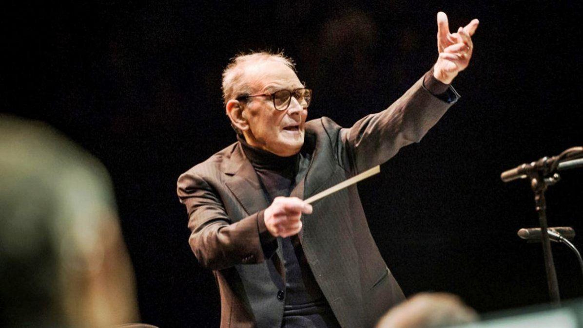 Ennio Morricone fue uncompositorydirector de orquestaitalianoconocido por haber compuesto labanda sonorade más de quinientaspelículasyseries de televisión.