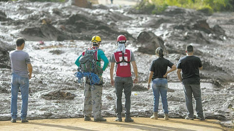 Ya hay 40 muertos en el derrumbe en Minas Gerais, Brasil