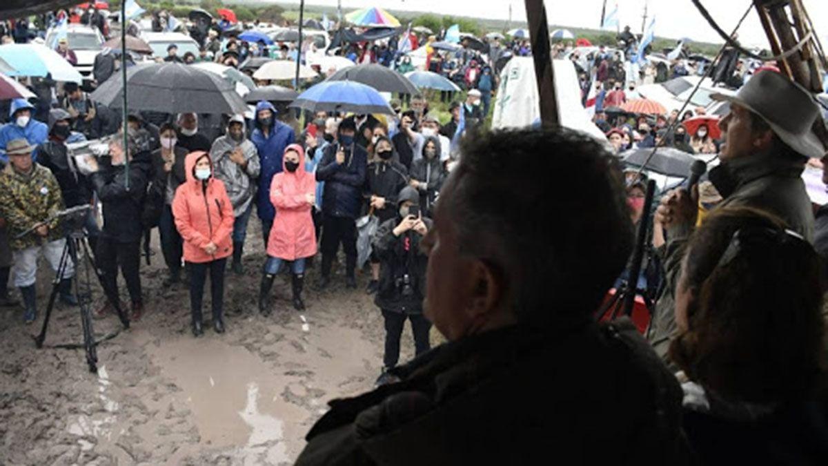 Luis Miguel Etchevehere con los manifestantes este domingo