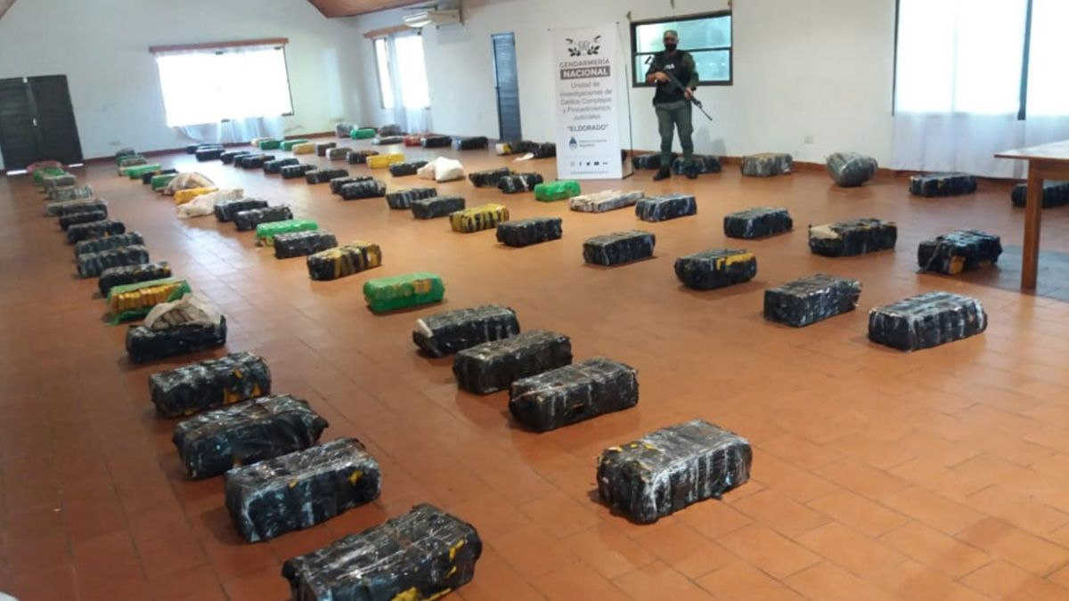 Un cargamento de cerca de dos toneladas de marihuana prensada fue decomisado en la localidad misionera de Puerto Esperanza.