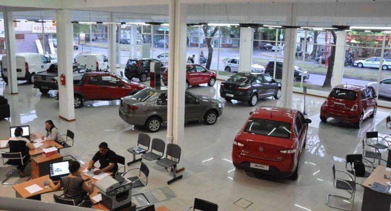 La venta de autos cayó 42,8% en febrero