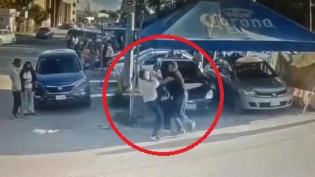 Un hombre apuñaló y mató al violador de su hija cuando salía de la fiscalía