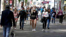 Más de 55 millones de personas se contagiaron desde que estalló el flagelo a fines de 2019, 535.000 de ellas en las últimas 24 horas, según el balance publicado este martes por la Universidad Johns Hopkins (JHU).