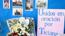 """Misaen el Colegio Nuestra Señora de La Rocca, al que asistía Ticiana. """"La dulce Ticianatenía sueños, proyectos, no merecía terminar así"""", dijo una docente mientrasalumnos pegaban carteles caseros frente a la escuela con reclamos de justiciapara """"darle paz a los corazones""""."""