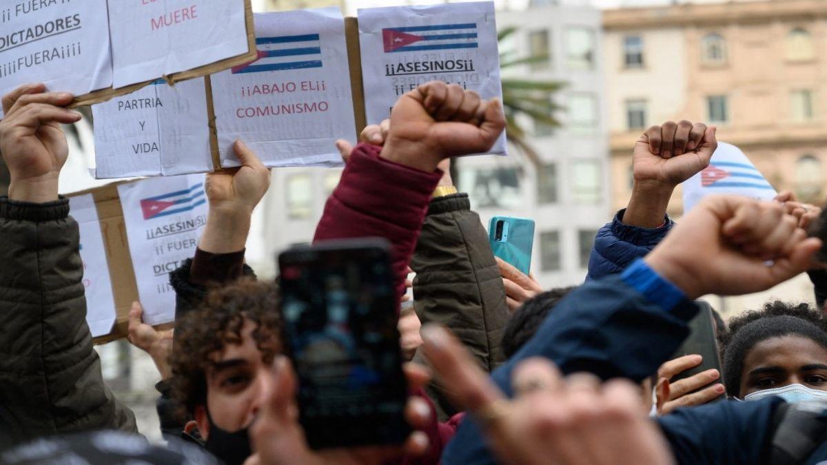 Cuba vive una feroz crisis sanitaria y económica. La gente salió a las calles pese a la represión.