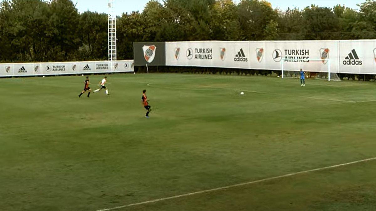 La Reserva de Colón cayó por goleada 7-0 ante River y el defensor sabalero Román Barreto tuvo la desgracia de anotar dos goles en contra.