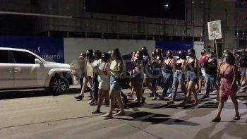 San Carlos Centro: masiva marcha en reclamo de justicia por la joven golpeada por su pareja
