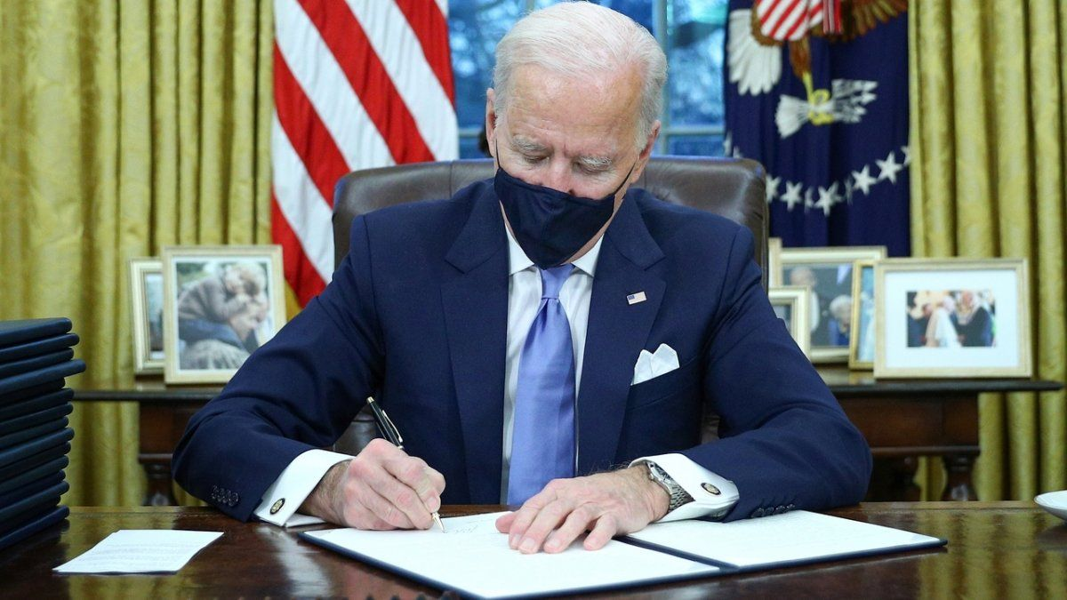Joe Biden se desprende de Donald Trump.
