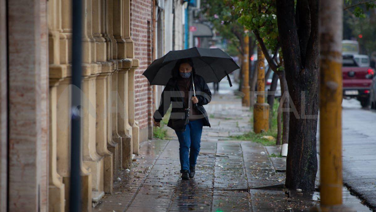 Llueve con intensidad en la ciudad de Santa Fe.
