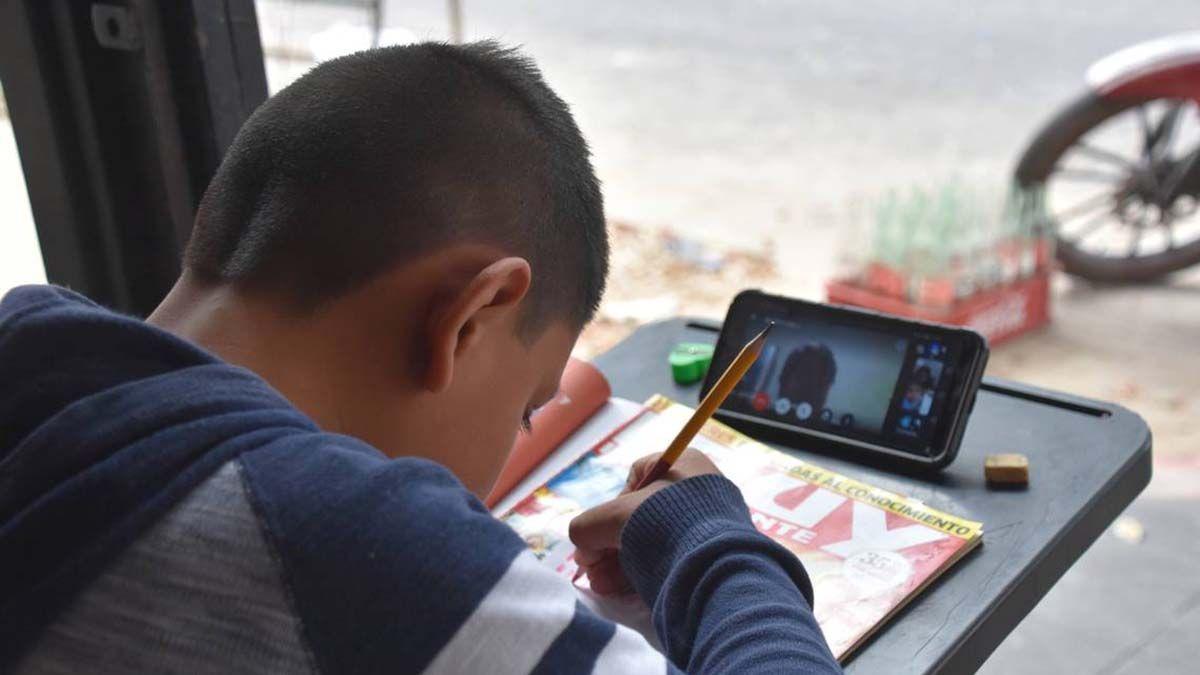 El Gobierno nacional brindará 633.000 netbooks a estudiantes de escuelas secundarias de todo el país para darles acceso a la conectividad.