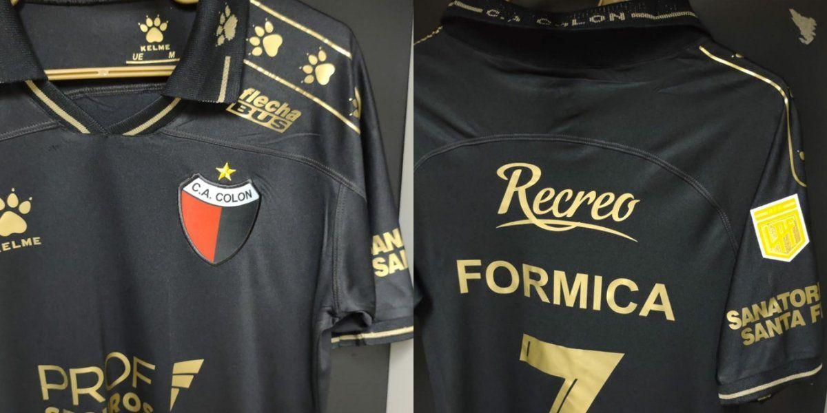 Colón enfrentó a River con una camiseta especial