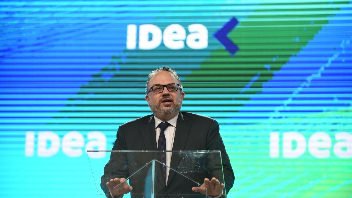 Kulfas en IDEA: Hoy la industria tiene 12 de 16 ramas creciendo y recuperándose